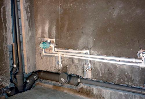 Монтаж труб канализации в ванной в Павловском Посаде