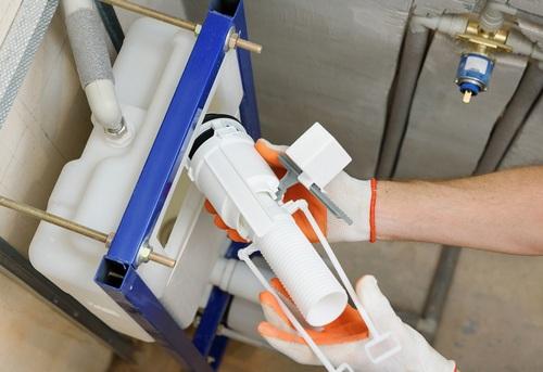 Замена сливной арматуры на подвесном унитазе в Павловском Посаде